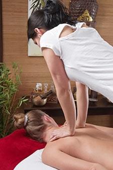 Thai Massage: Druck Behandlung (Akupressur) des Rückens